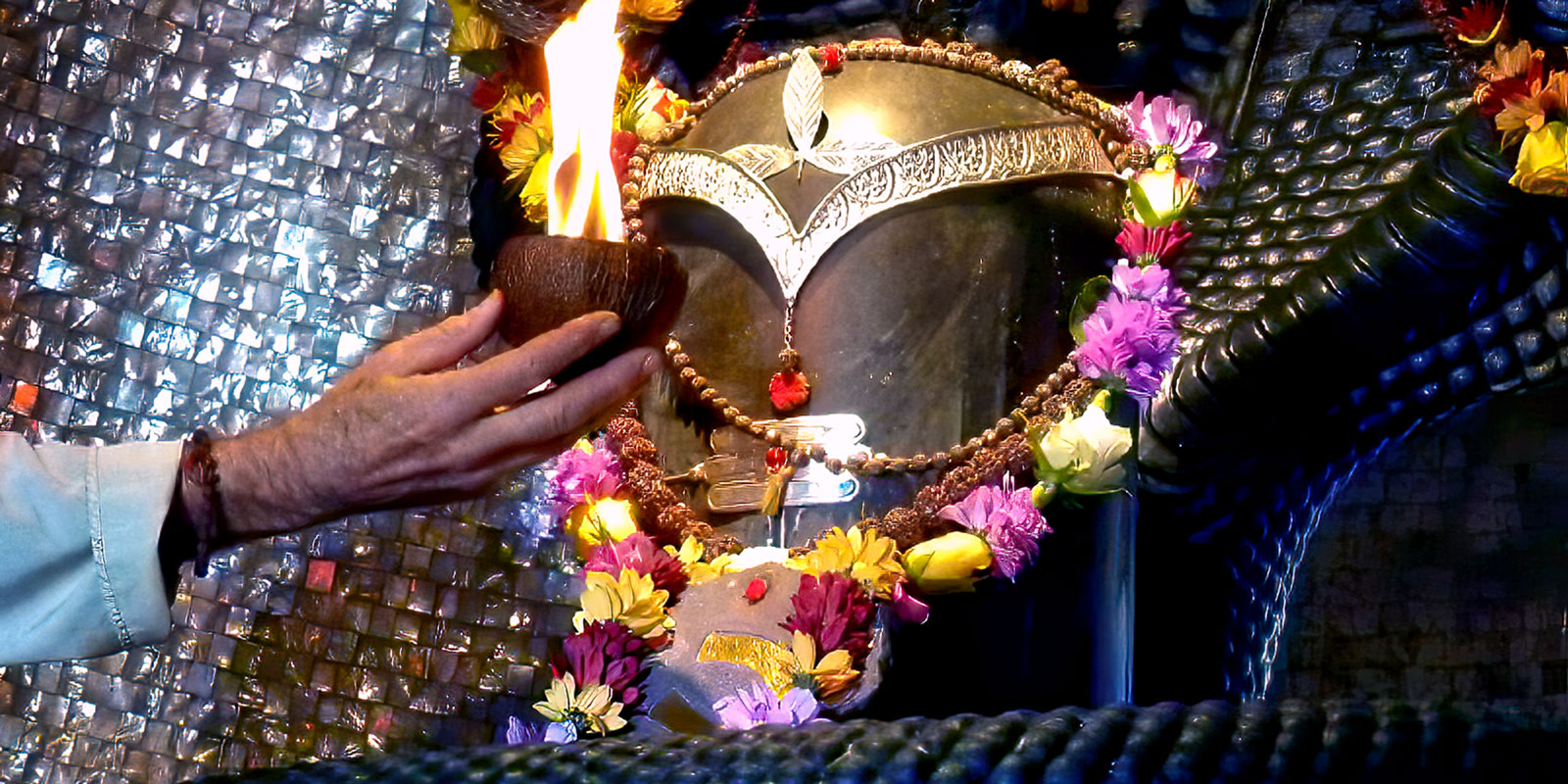 A priest offers aarthi to Somaskanda Lingam